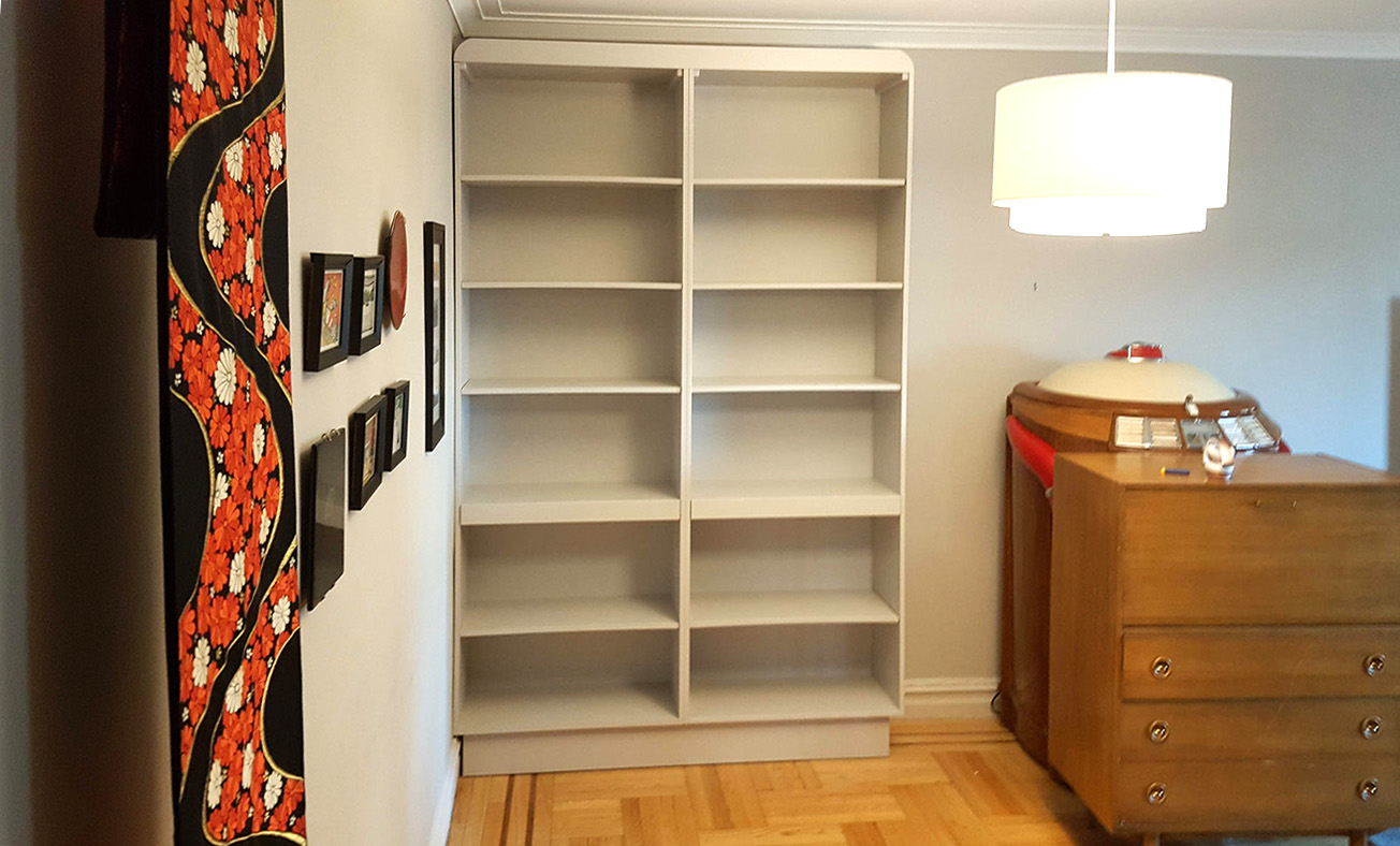 Book Case with a Pull out